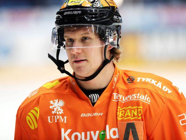 Alexander Bonsaksen pukeutuu myös ensi kaudella oranssinuttuun.
