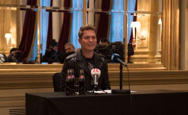 Cheek tiedotti uransa päättymisestä keskiviikkona Hotelli Kämpissä Helsingissä.