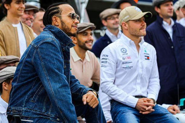 Lewis Hamilton ja Valtteri Bottas hallitsivat ylivoimaisesti alkukautta.
