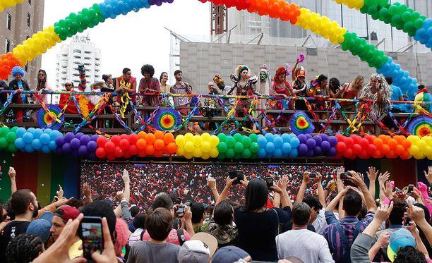 Kuvituskuva Sao Paolon Pride-kulkueesta.
