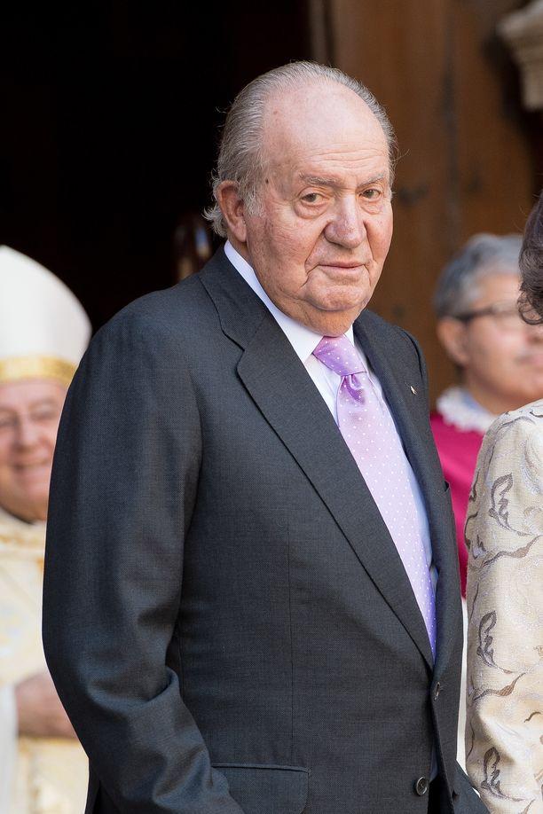 Juan Carlos rypee korruptiokohussa.