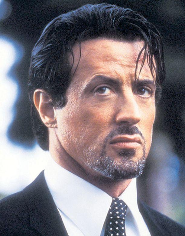 Voi Syltty minkä teit! Stallone raiskaa gangsteritarinan.