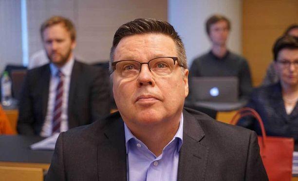 Jari Aarniota syytetään muun muassa noin tuhannen hasiskilon junailusta Suomeen.