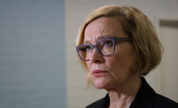 Ministeri Paula Risikko esittää Suomen pakolaiskiintiön kasvattamista.