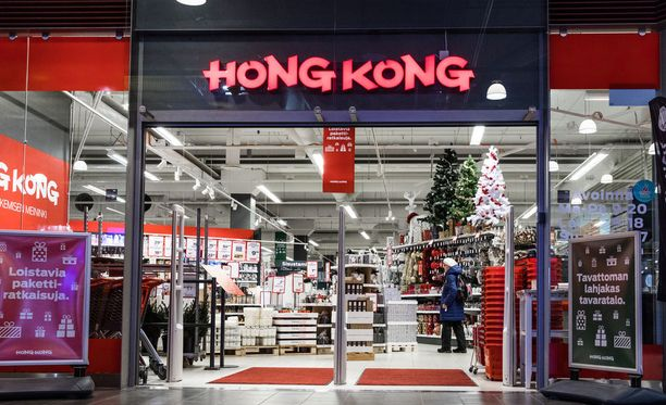 Lattiakaivosta tulvi runsaasti vettä sisätiloihin Hong Kong -tavaratalossa Porvoossa. Kuva on Helsingissä sijaitsevasta myymälästä.