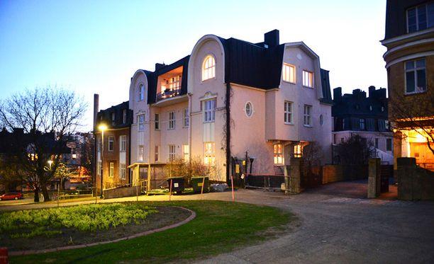 Käräjöinnin syynä oli Helsingin Eirassa sijaitsevan arvotalon kattokorjauslasku.
