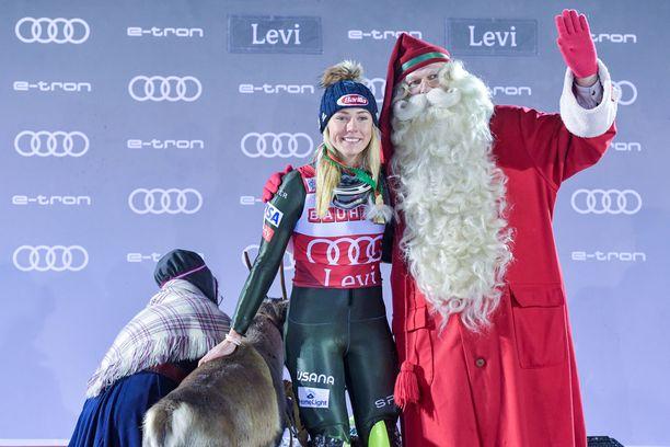 Mikaela Shiffrin juhli viime vuonna Levillä voittoa.
