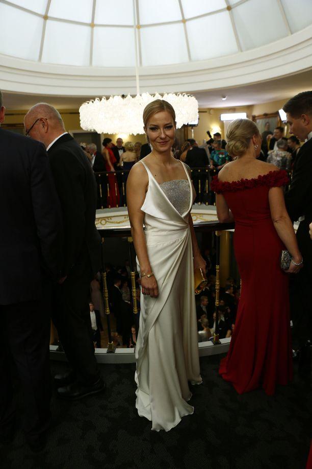 Mariska juhli elegantissa iltapuvussa.