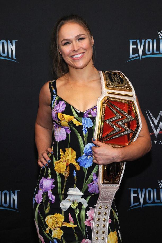 Ronda Rousey siirtyi UFC-uran jälkeen showpainiareenoille.