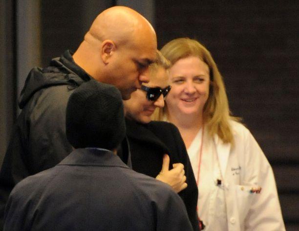Dion kuvattiin viime viikolla hymyilevänä neuvolakäynnin jälkeen.