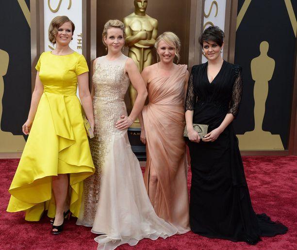Pitääkö mun kaikki hoitaa? -lyhytelokuvan tiimi saapui Oscar-gaalaan.