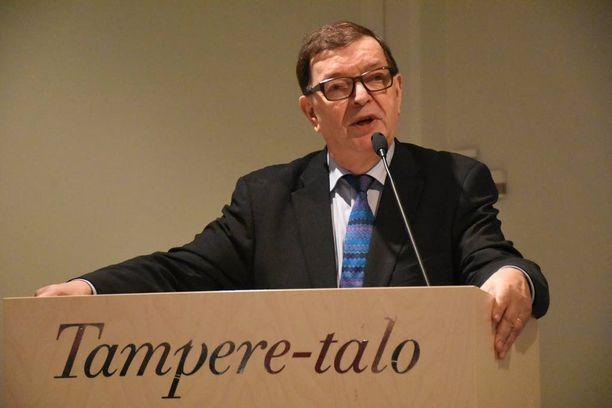 Uuden puolueen perustanut Paavo Väyrynen puhui keskiviikkona Tampere-talolla.