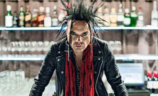 Musiikkiuransa ohella Jussi69 pyörittää rokkibaari The Riffiä Helsingissä.