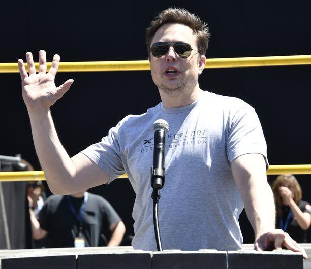 Elon Musk maksaa kovat sakot ja jättää hallituksen puheenjohtajuuden ainakin kolmeksi vuodeksi.