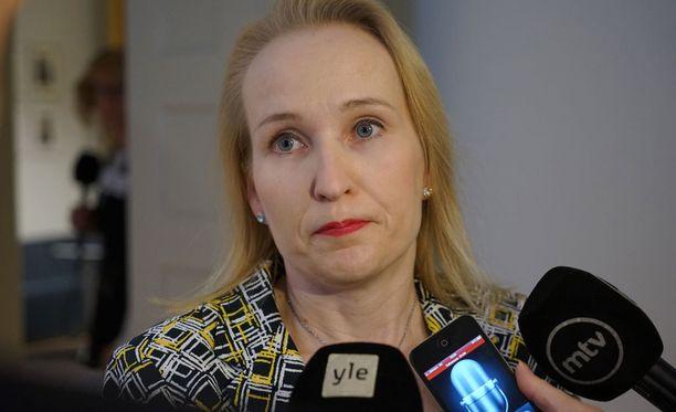 Valtakunnansovittelija Minna Helle korosti kilpailukykysopimuksen tärkeyttä.