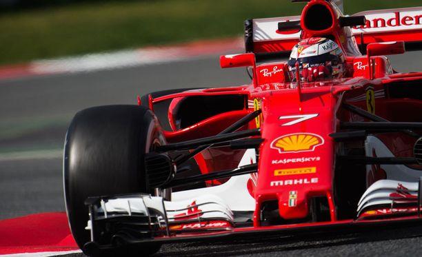 Kimi Räikkönen on mainiossa vedossa Barcelonassa.