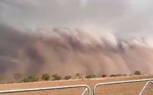Video: Massiivinen pölypilvi peitti allensa kaupungin Australiassa