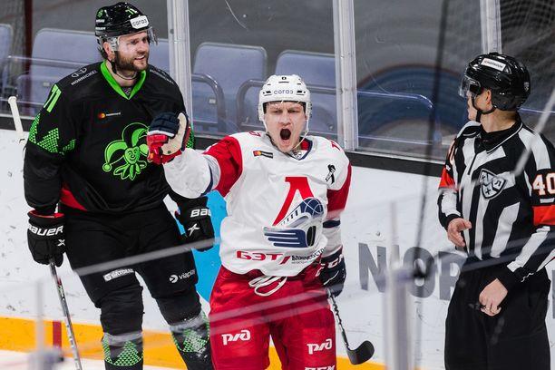 Teemu Pulkkinen on yksi KHL:n kuumimpia maalitykkejä. Jokerit hän upotti neljällä maalillaan.