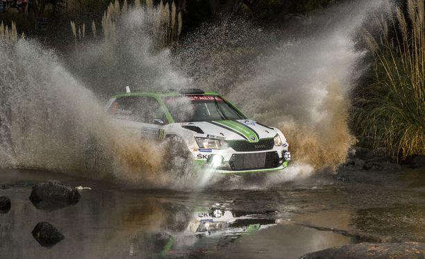 Kalle Rovanpera johtaa WRC2-luokkaa 16 erikoiskokeen jälkeen.