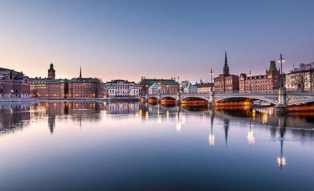Ruotsin vaalihuoneistot sulkeutuvat iltayhdeksältä Suomen aikaa.