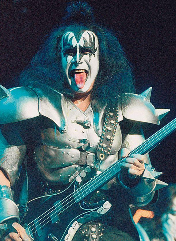 MASKEISSA Liput Kissin konsertteihin myytiin kuudessa ja yhdeksässä minuutissa. Kuvassa bändi edellisellä Helsingin vierailullaan 1999.