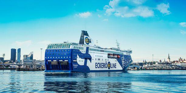 Eckerö Linen Finlandia saa toisenkin sisäänkäynnin.