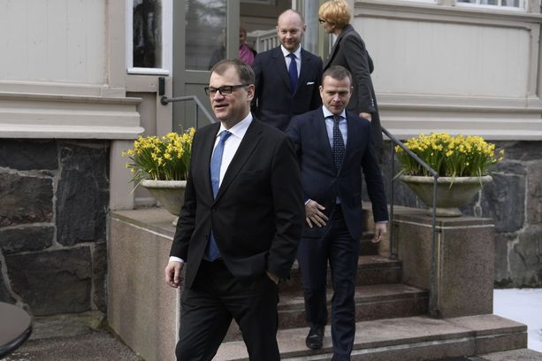 """Pääministeri Juha Sipilä perusteli hallituksen päätöstä keskiviikkona sillä, että """"ensimmäinen palkkaus on ehkä koko yrityksen historian suurin riski""""."""