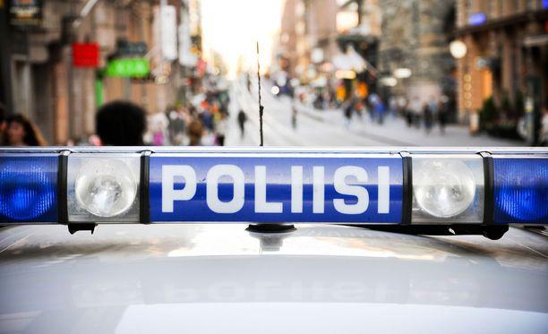 Poliisi tavoitti puukotuksesta epäillyn miehen Vesalasta. Kuvituskuva.