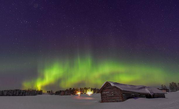 Näyttävät revontulet tanssivat Pohjois-Karjalassa maanantain vastaisena yönä.