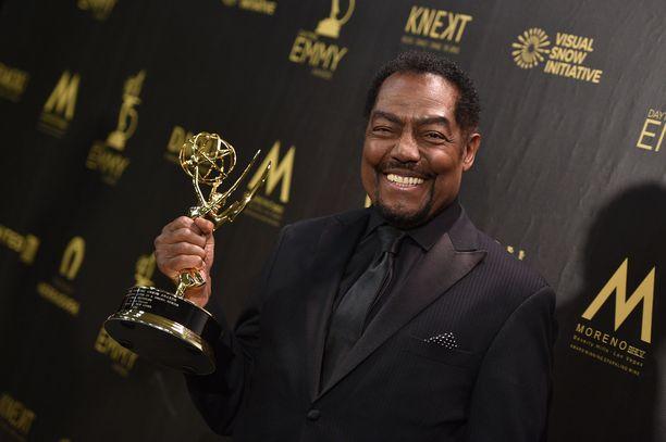 James Reynolds pokkasi Päivien viemää -sarjan yhdestä pääroolista Emmy-pystin keväällä 2018.