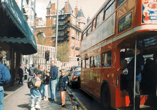 Väinölät retkellä Lontoossa 1990-luvulla.