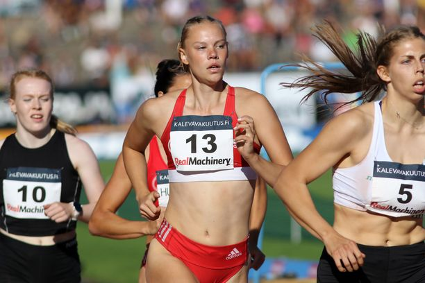 Saga Vanninen jahtaa nuorten MM-kultaa Nairobissa.