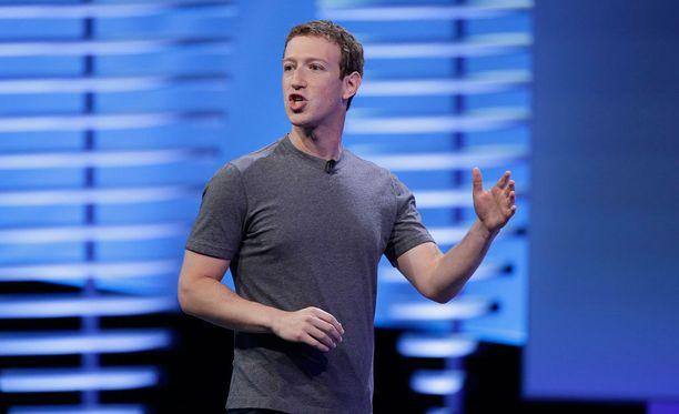 Mark Zuckerberg puhumassa Facebookin F8-tapahtumassa.