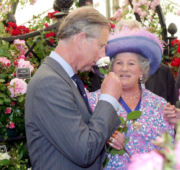 Lady Mary Colman yhteiskuvassa prinssi Charlesin kanssa vuonna 2004.