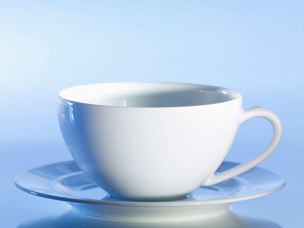 Nainen puhdisti kuukuppiaan kahvikupissa, jonne oli kaatanut keitettyä vettä. Valitettavasti aviomies ei tiennyt asiaa ja joi veden.