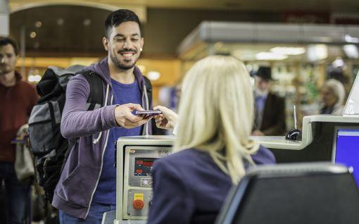 Lukeeko boarding passissasi SSSS? Matkasi saattaa tyssätä lyhyeen – Katso, mitä boarding passin salaperäiset kirjainyhdistelmät tarkoittavat