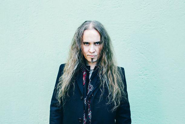 Laulaja Jarkko Ahola toivoo voivansa tehdä musiikkia niin pitkään, kuin ääni ja terveys kestävät.