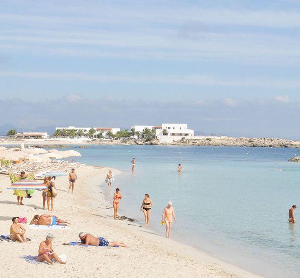 Ibizalla on yli 50 rantaa, joten jokainen voi löytää sieltä mieleisensä.