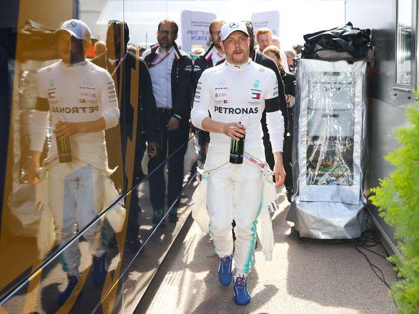 Valtteri Bottas kiirehti Monacon GP:n aika-ajojen jälkeen seuraamaan Leijonien MM-välierää.