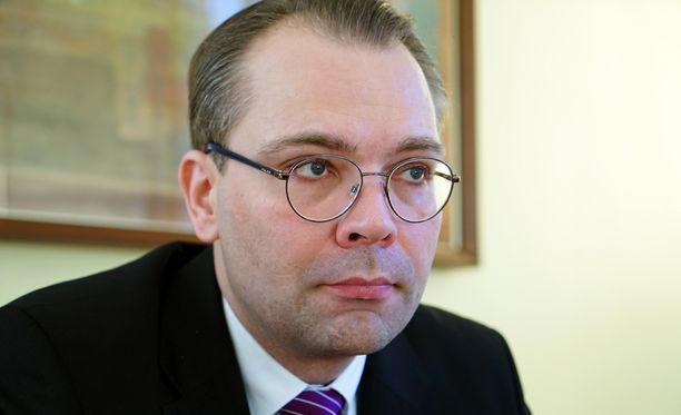 Jussi Niinistö arvelee, että puolustusvoimat tuskin osasi aavistaa, kuinka laajan huomion reserviläiskirje saa. Kirjeestä ovat uutisoineet muun muassa Newsweek, Business Insider ja Reuters. Reserviläiskirjeiden postittaminen alkoi maanantaina.