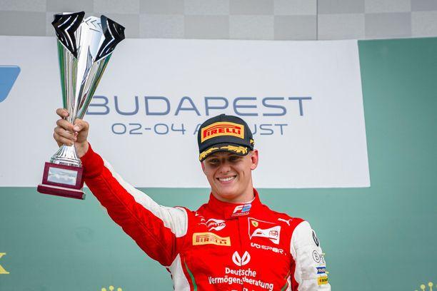Mick Schumacher on kypsymässä hyvää vauhtia F1-kuljettajaksi.