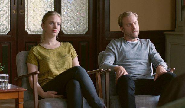 Lisa ja Patrik käyvät pariterapiassa ennaltaehkäisevästi.