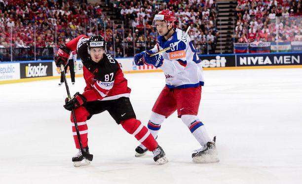Sidney Crosby (vasemmalla) on nyt voittanut jääkiekossa kutakuinkin kaiken.