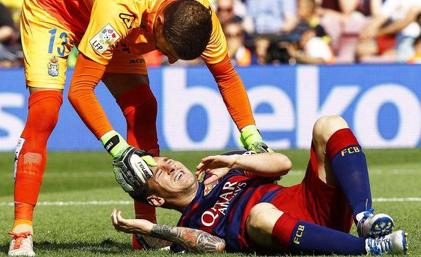 Lionel Messi loukkasi polveaan Las Palmasia vastaan.