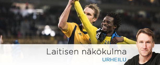 Anthony Annan kiitti HJK:n faneja Markus Heikkinen tukenaan. Nämä saattoivat olla myös hyvästit.