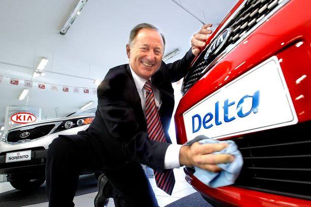 KAKSIN PAREMPI Kia sai kaivatun kaverin, iloitsee Delta Motorsin toimitusjohtaja John Costin.