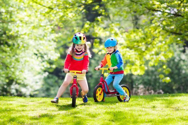 Riittävästi kuormittavia liikuntamuotoja ovat esimerkiksi pyöräily, kävely, kiipeily, juoksuleikit, useat pallopelit, voimistelu ja tanssi.