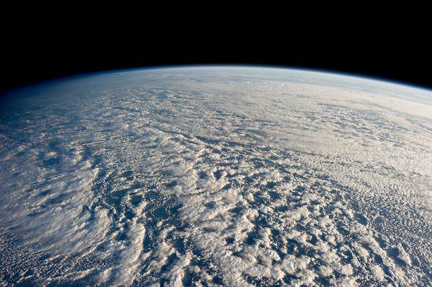 Pilviä Tyynenmeren yllä. Aihekuva.