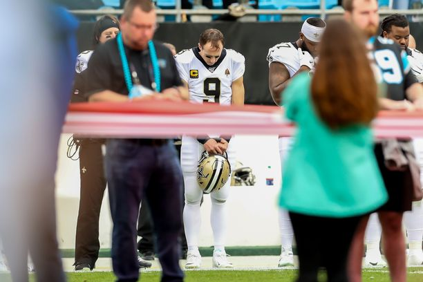 New Orleans Saintsin ja Carolina Panthersin ottelun yhteydessä järjestettiin hiljainen hetki Carley McCordin muistolle.