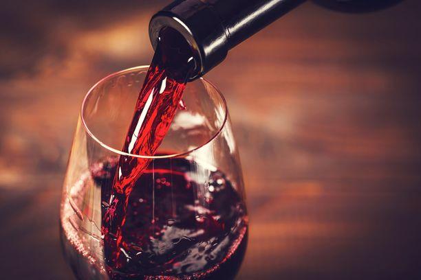 Joillekin lasillinenkin viiniä saattaa aiheuttaa todella pahan päänsäryn.